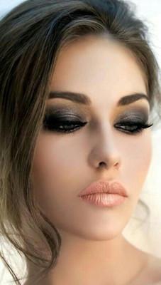 Maquillaje De Ojos Para Vestido Negro En Fiesta De Noche Imagenes - Maquillaje-negro