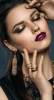maquillaje ojos dorados y cafe
