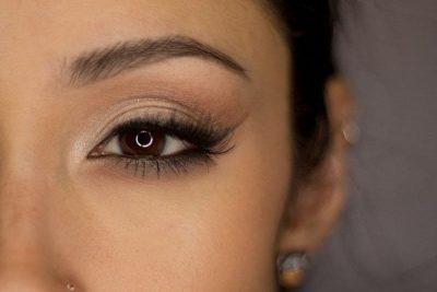 maquillaje suave para ojos marrones