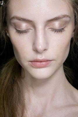 maquillaje suave para ojos pequeños
