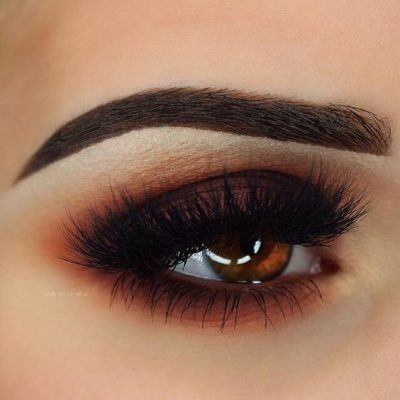 maquillar ojos ahumados marron