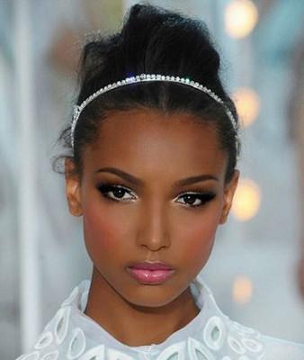 maquillaje para ojos oscuros marrones