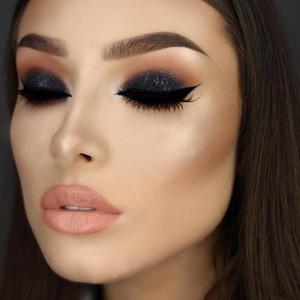 maquillaje perfecto con sombra de ojos negra para la noche On sombras negras para ojos